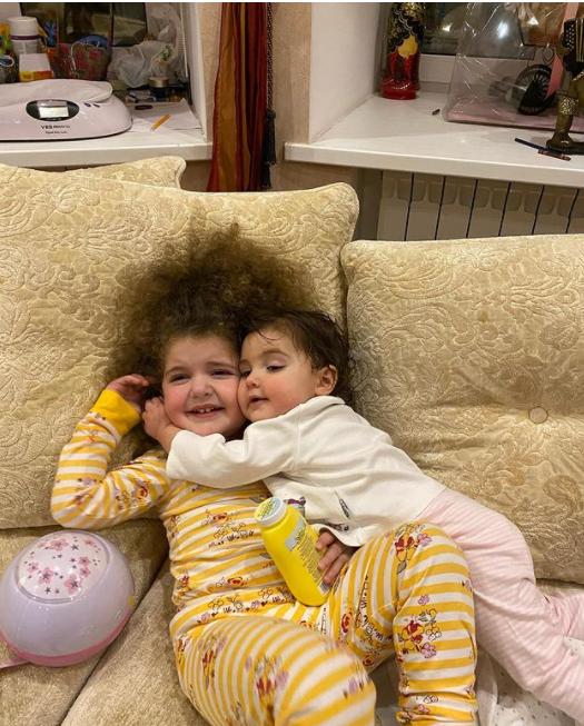 Вот такая у нас любовь: Жена Эммануила Виторгана показала подросших дочерей