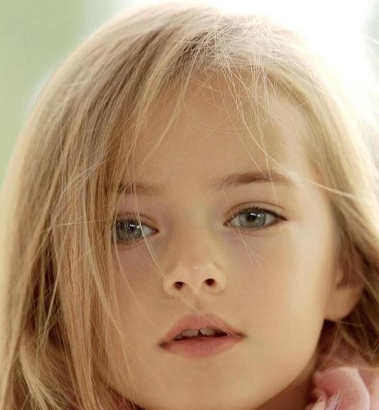 Как изменились самые красивые дети мира: выглядят совсем по-иному