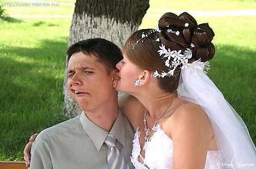 Уберите ее из кадра: 10 смешных невест, которые стали вишенкой на торте