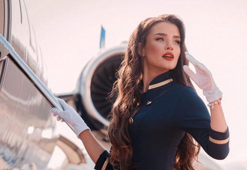 Самая красива стюардесса Алена Глухова показала себя и свою беременность полностью нагой