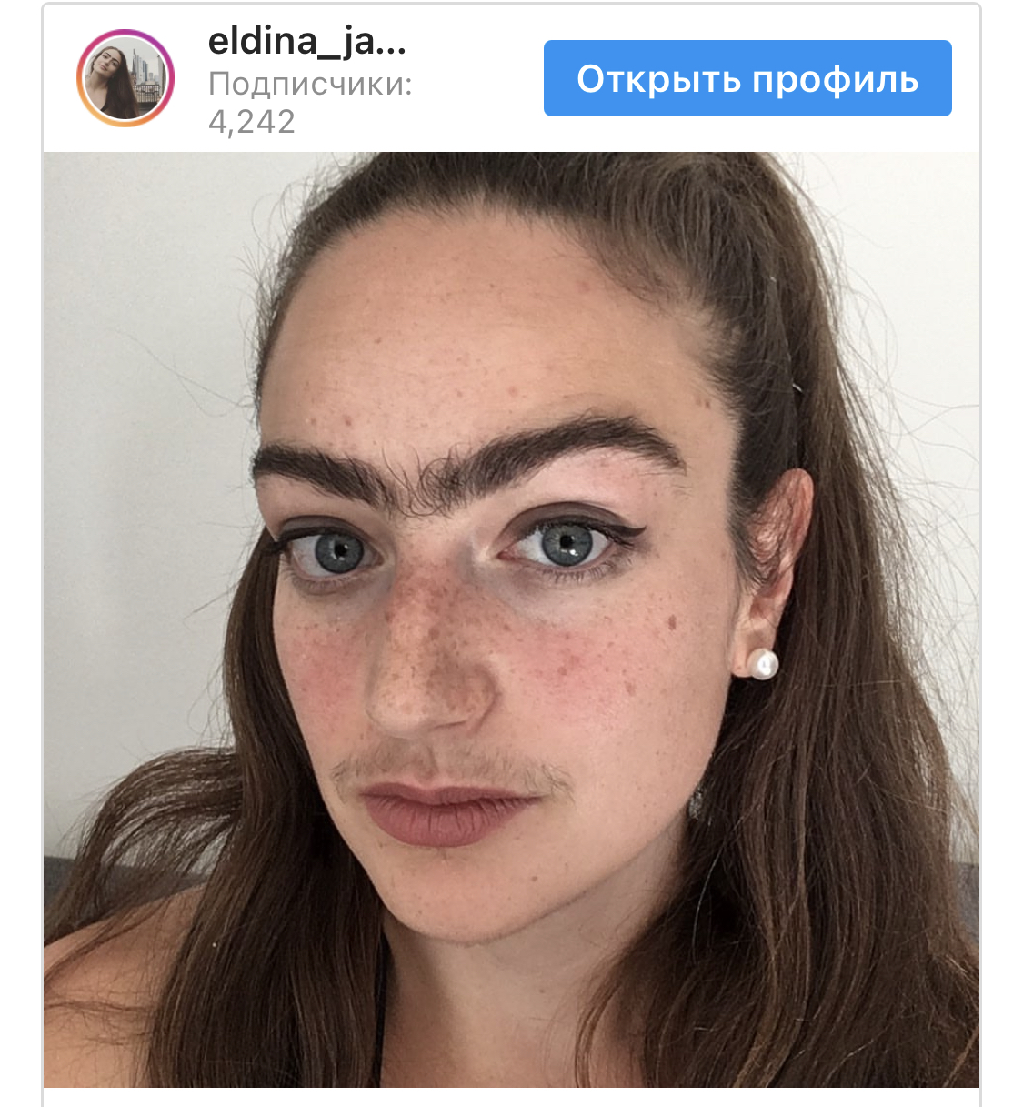 Женщина перестала сбривать усы и выщипывать брови ради большей уверенности в себе