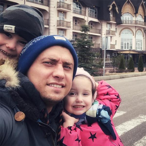 Стал бездомным, вынужден ютиться у друзей: Павел Прилучный потерял дом и повяз в долгах