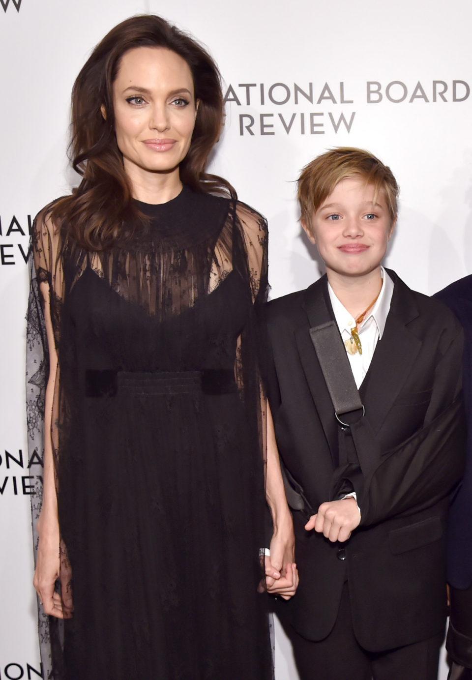 Это удар для него: Дочь Анджелины Джоли Шайло отказалась от фамилии отца